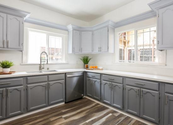 18th St_015-Kitchen-5738020-medium