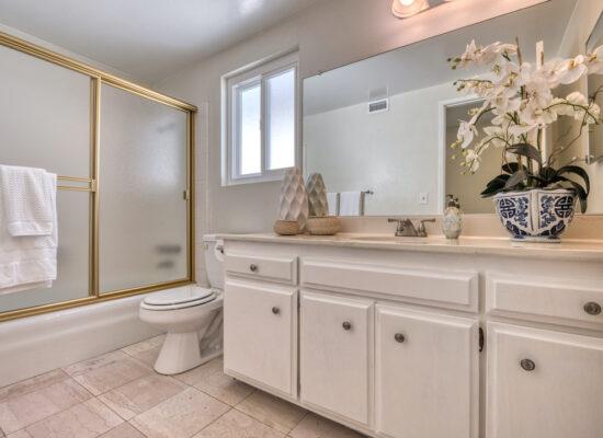 20 - bathroom-hallway